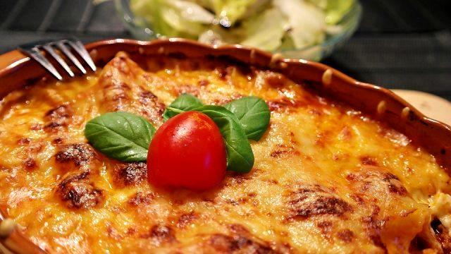 Fırında makarna tarifi   Fırında makarna nasıl yapılır? Beşamel soslu fırında makarna peynirli