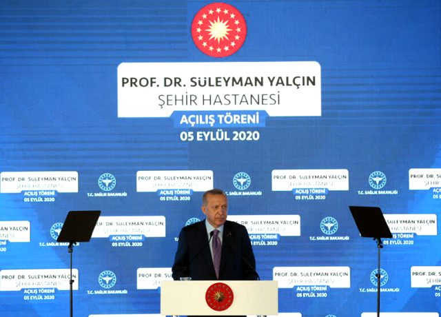 Cumhurbaşkanı Erdoğan, Göztepe Şehir Hastanesi'nin açılışında kurallara uymayanlara sitem etti