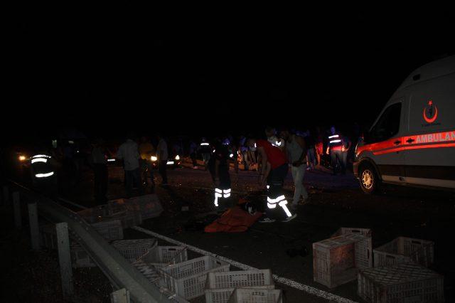 Mardin'de 6 kişinin hayatını kaybettiği trafik kazasından ilk görüntüler geldi