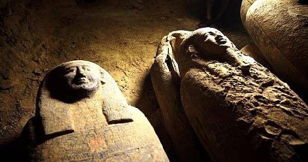 Mısır'da 2 bin 500 yıllık 13 tahta tabut bulundu