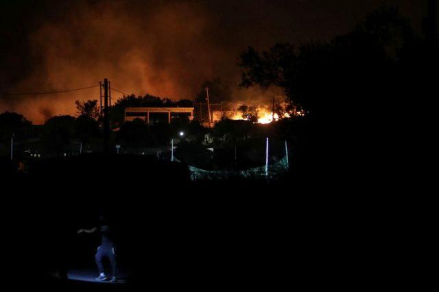 Yunanistan'da karantinaya alınan mülteci kampında yangın çıktı