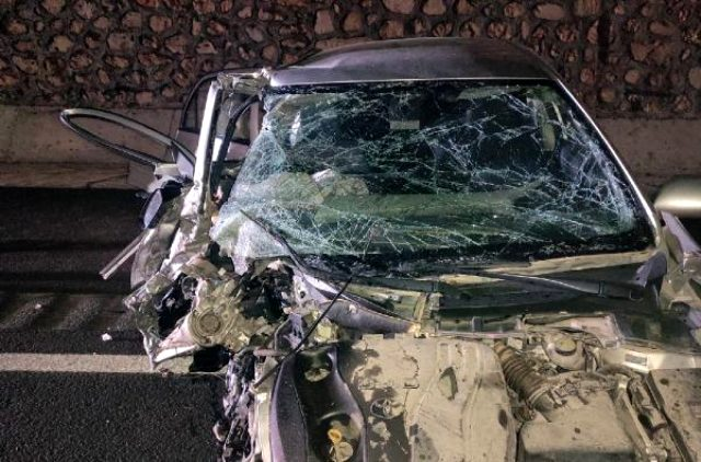 Belediye başkanının kullandığı otomobil iş makinesine hurdaya döndü: 7 yaralı