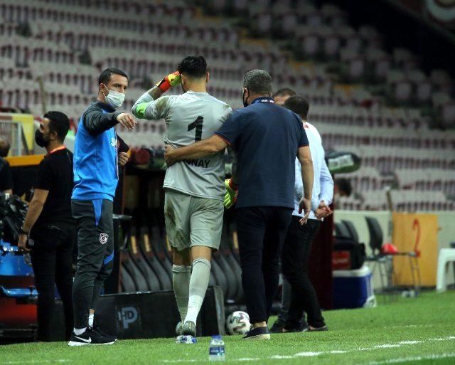 Galatasaray karşısında ilk yarıda kalesinde 3 gol gören Günay Güvenç, gözyaşlarını tutamadı
