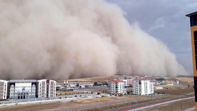 Ünlü meteoroloji uzmanı Ankara'yı vuran kum fırtınasının nedenlerini madde madde sıraladı
