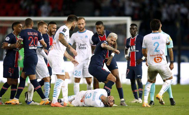 Marsilya'nın PSG'yi 1-0 yendiği maçta 14 sarı ve 5 kırmızı kart çıktı