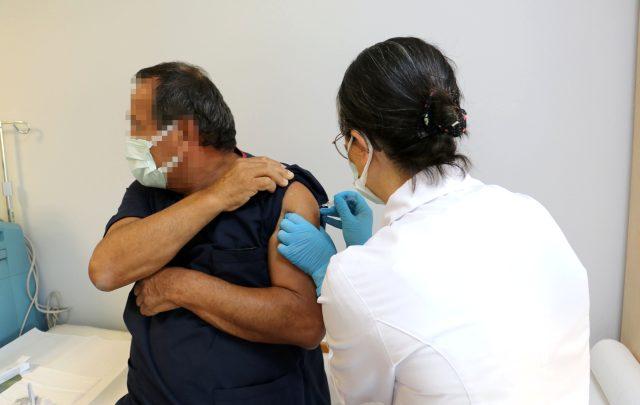 Türkiye'de tarihi gün! Koronavirüs aşısında ilk gönüllü uygulamasına ait görüntüler paylaşıldı