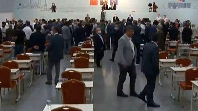 AK Partili Tevfik Göksu'nun sözleri İBB Meclisi'nde tekmeli yumruklu kavgaya neden oldu