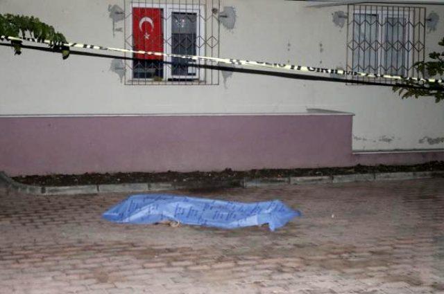 Eşiyle tartışan kadın, 5. kattaki evinin penceresinden atlayarak intihar etti