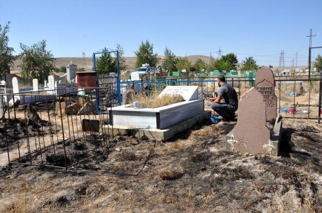 Bu kadarına da pes! Mezarlığın yakıldığını gören mahalle sakinleri hayrete düştü