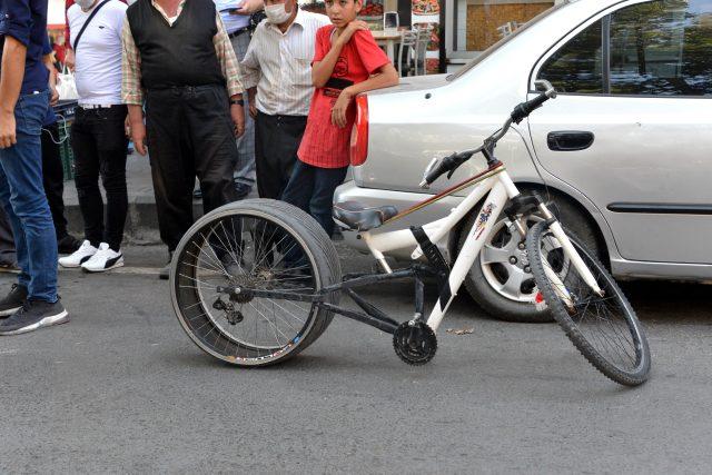 Sosyal medyadan etkilenen genç, bisikletine otomobil lastiği takti