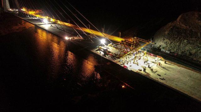 16 kentin geçiş noktasında bulunan Yeni Kömürhan Köprüsü'nün iki yakası birleşti