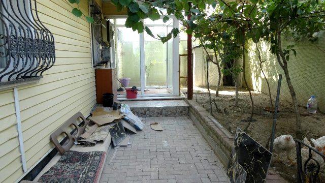 Ev sahibi ile göz göze gelen hırsız 2. kattan atlayarak kaçtı