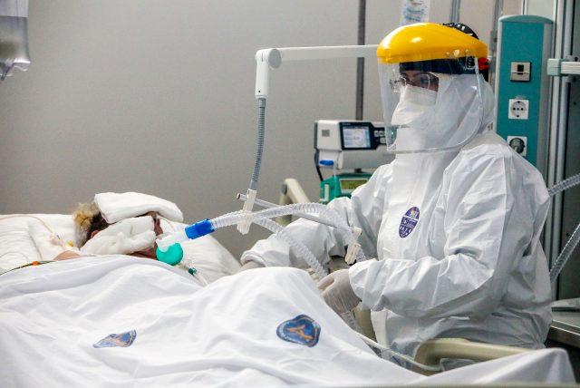 Koronavirüsü önemsemeyenler dikkat! Profesör, hastaları yaşamda tutan acılı hortum sürecini anlattı