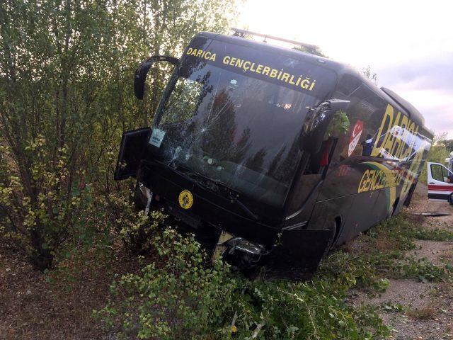 Darıca Gençlerbirliği'nin otobüsü kaza yaptı, 5 personel hastaneye kaldırıldı