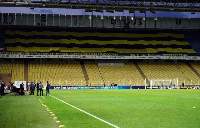 Fenerbahçe taraftarından seyircisiz maçta pankartlı destek