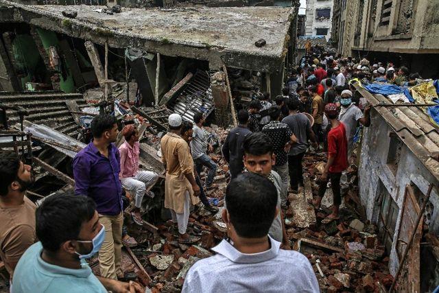 Hindistan'da bina çöktü, 20 kişi mahsur kalırken 8 kişi öldü