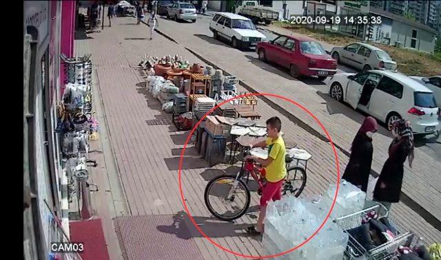 Kendi bisikletini bırakıp küçük çocuğun bisikleti çaldı