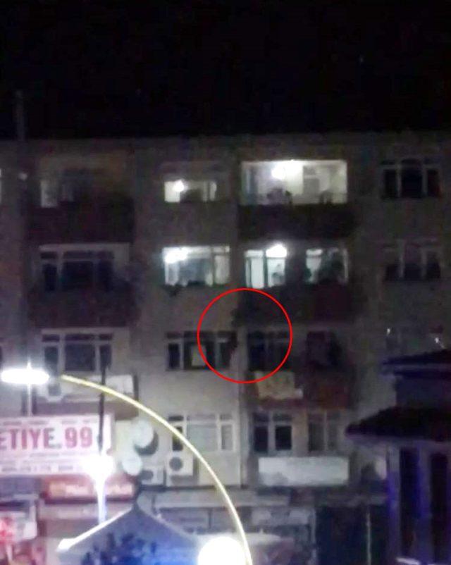 Sakarya'da bir binanın 4. katından atlayan kadının görüntüleri ortaya çıktı