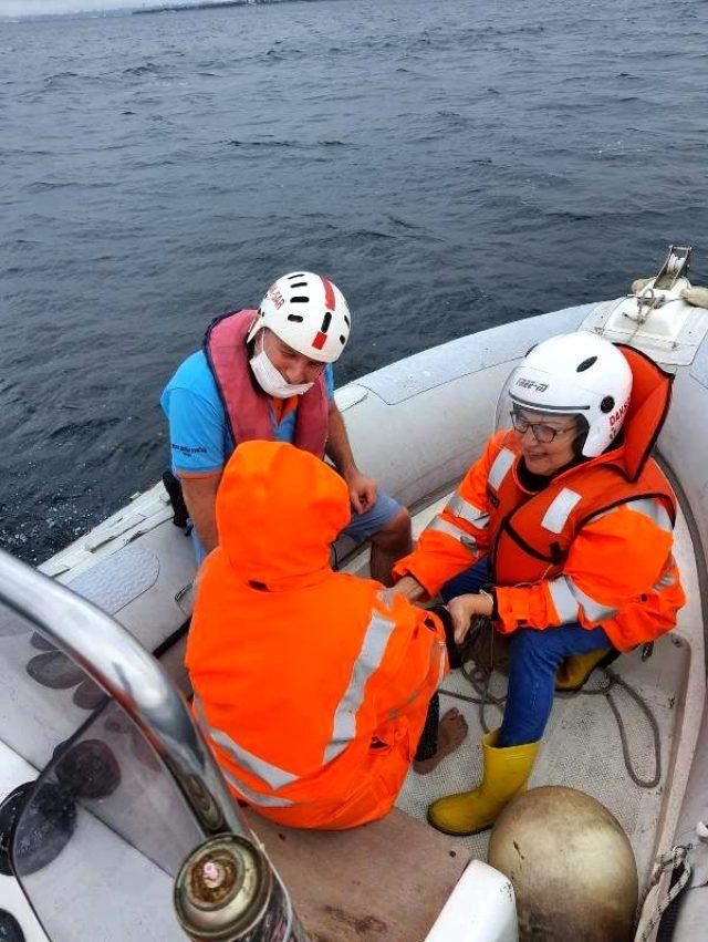Bostancı'da denize atlayan kadın, 2 bin 500 metre açıkta kurtarıldı