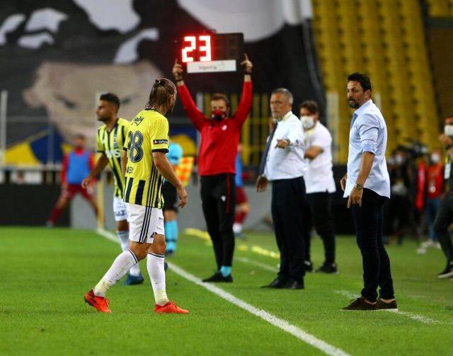 Caner Erkin, oyundan çıkarken teknik direktör Erol Bulut'a tepki gösterdi