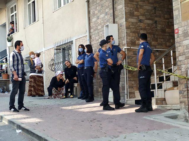 Arnavutköy'de cinnet getiren adam önce karısını sonra arkadaşını öldürdü