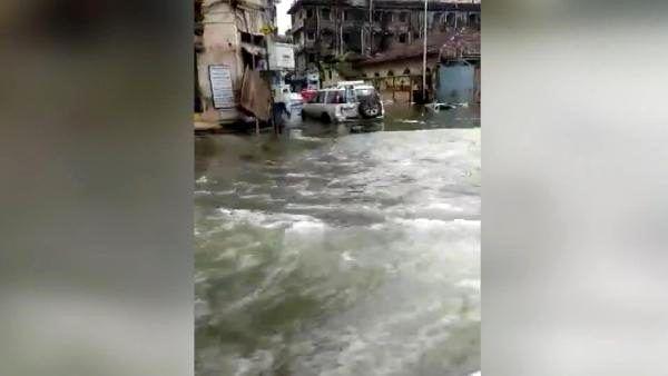 Son dakika! Hindistan'ı sel vurdu