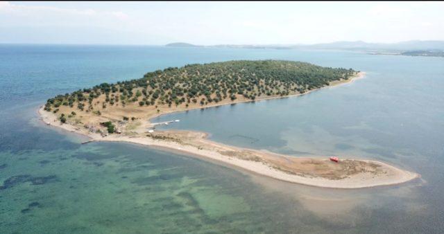 Hülya Avşar, Ayvalık'ta Çiçek Adasını satın alıyor