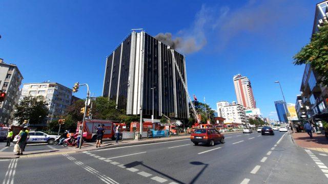 Beşiktaş'ta yeni boşaltılan ATV-Sabah binasında yangın çıktı