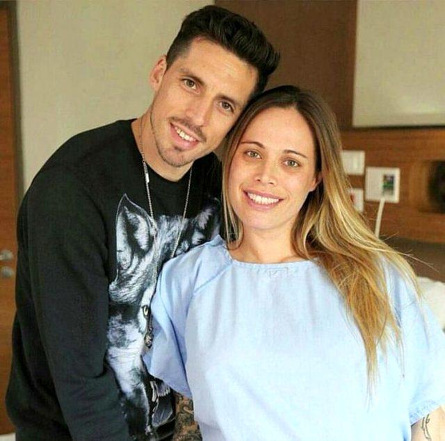 Jose Sosa'nın eşi Carolina Alurralde, Fenerbahçe forması giyerek derbiyi bekliyor