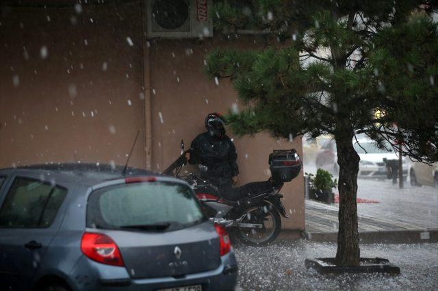 İstanbul'daki dolu felaketinden çarpıcı görüntüler