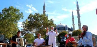 Selimiye Camii: Kakava'nın simgesi 'babafingo', sosyal mesafe şarkısına konu oldu