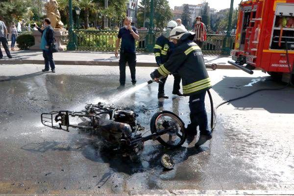 Son dakika haber: Ceza kesilen ehliyetsiz sürücü, motosikletini yaktı