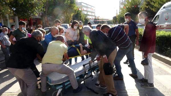 Kaza yerinde toplanan kalabalığa 'sosyal mesafe' uyarısı