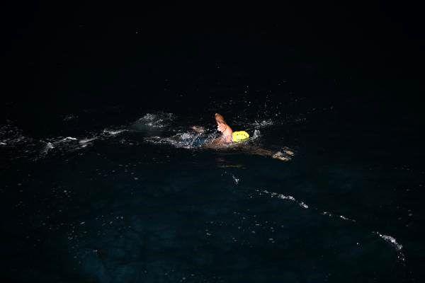 Milli yüzücü Emre Seven, Mersin'den KKTC'ye doğru ilk kulacını attı