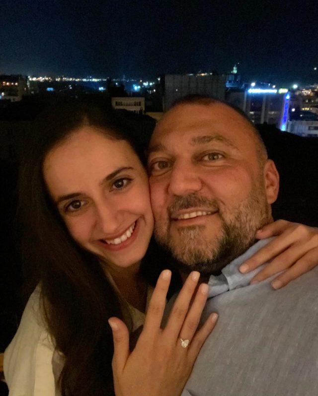 Cüneyt Özdeir'in asistanı Alexandra Arzat, kendisinden 22 yaş büyük olan Başak Puruk ile evlilik kararı aldı
