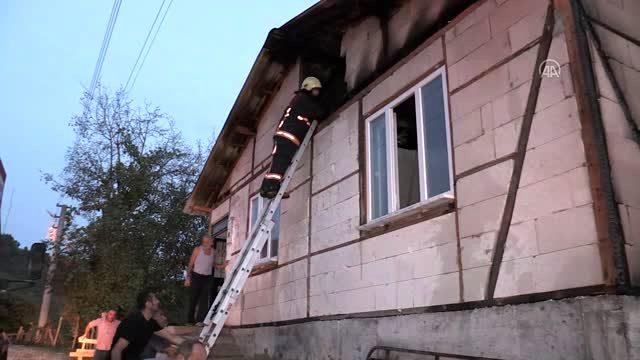 Son dakika haber: Bir evde çıkan yangında dumandan etkilenen kişi hastaneye kaldırıldı