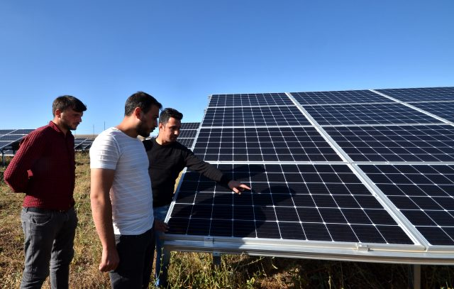 Kars'ta güneş enerjisi panelleriyle elektrik üretim tesisi kuran mühendis, 3 bin hanenin elektrik ihtiyacını karşılıyor