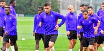 Okan Buruk: Başakşehir'de Trabzonspor maçı hazırlıkları sürüyor