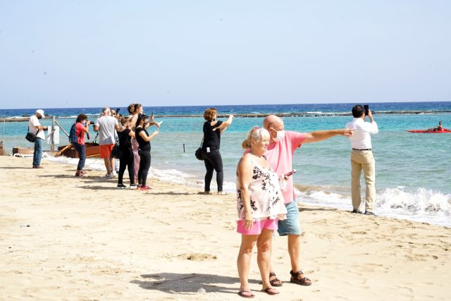Kıbrıslılar kapıların açılmasıyla Maraş'a akın etti