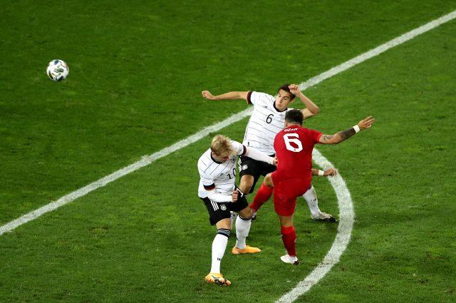 Ozan Tufan'ın Almanya'ya attığı harika golle ilgili sosyal medyada yüzlerce paylaşım yapıldı