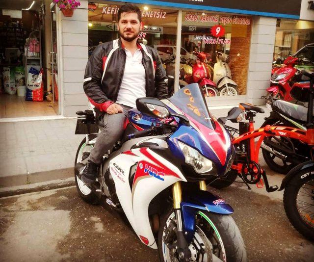 Eskişehir'de trafik polisi motorlu sürücüyü silah çekerek durdurdu