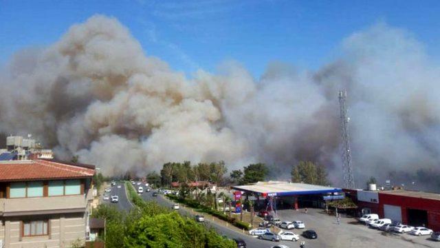 Son Dakika! Hatay'da çıkan yangın yerleşim yerlerine sıçradı