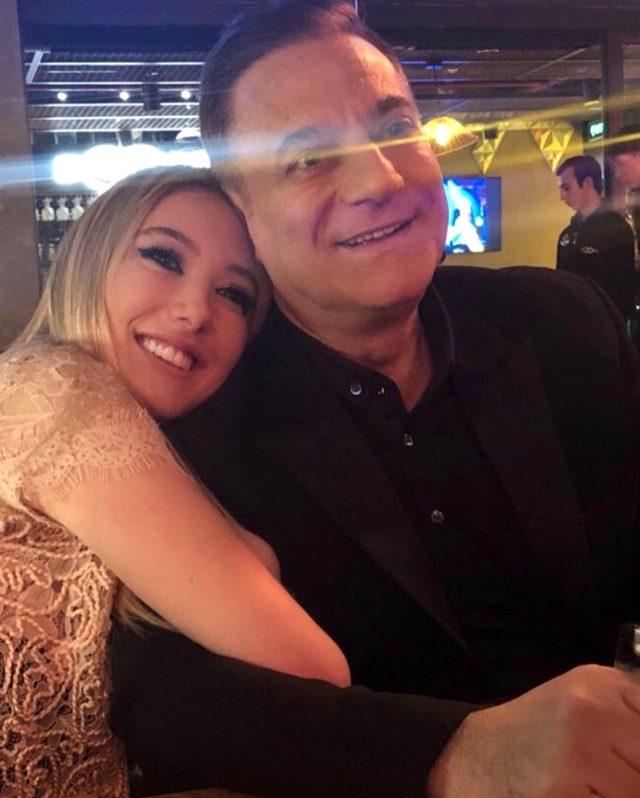 Yasmin Erbil'den 'Baban hastayken geziyorsun' eleştirisine cevap: Ölelim mi
