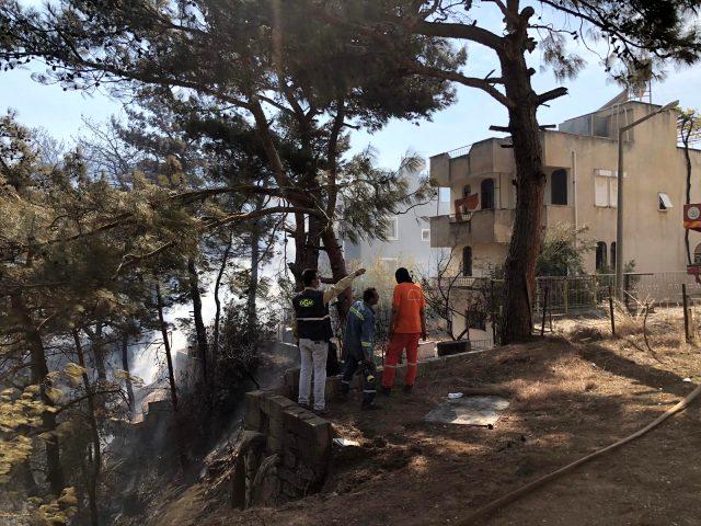 Hatay'da yangın yeniden şiddetlendi! Alevler evlere sıçradı, vatandaşlar bölgeden uzaklaşıyor