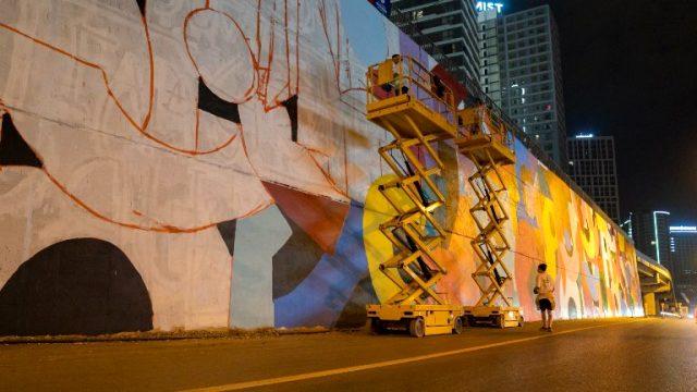 İBB'nin yol kenarlarına, 'dikey bahçe yerine grafiti' çalışması tartışma yarattı