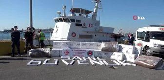 Bayraklı: İstanbul Boğazı'nda gemide kaçak sigara ve tütün ele geçirildi