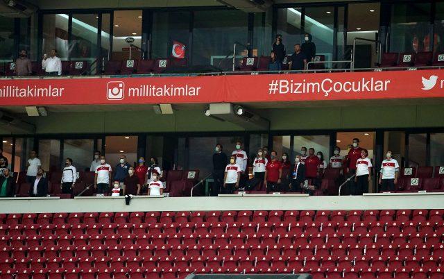 Türkiye'de 217 gün sonra stadyumlara seyirci alındı