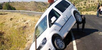 Gercüş: Bahçe tellerine takılan araç uçuruma yuvarlanmaktan son anda kurtuldu