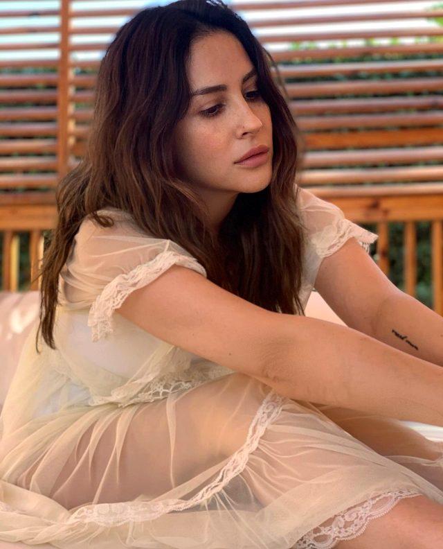 Şarkıcı Aynur Aydın, yıllar önce yaşadığı tacizi anlattı: Bir kadın konser boyunca bana fıstık atıp el işareti yaptı