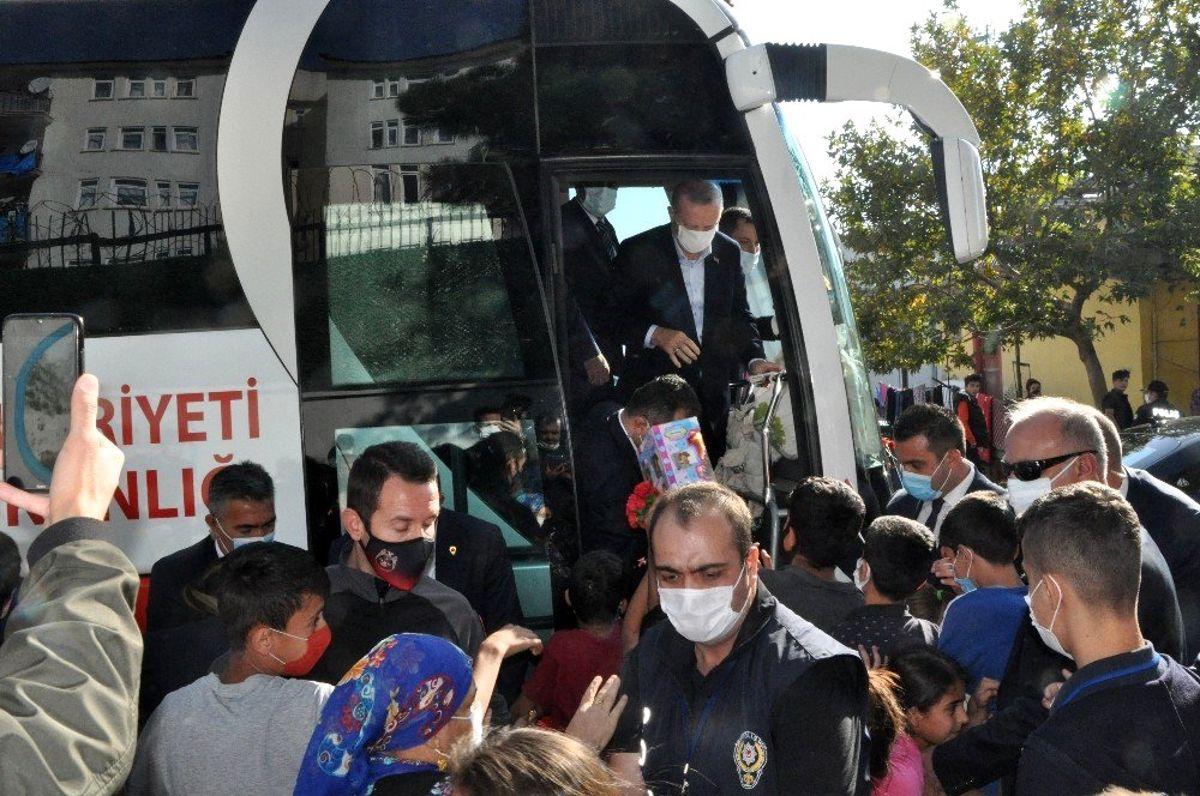 - Cumhurbaşkanı Erdoğan Şırnak'ta çocuklara hediye dağıttı
